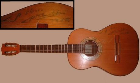 ユパンキのサイン入ギター