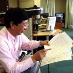 テノチティトランの楽譜をチェックする芫山さん
