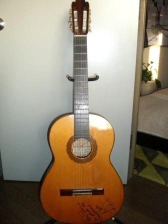 中出ギター